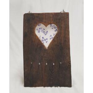 Kézműves, rusztikus fali kulcstartó, fehér szíves mintával