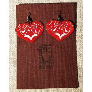 Piros szív tűzzománc fülbevaló, népi motívumokkal