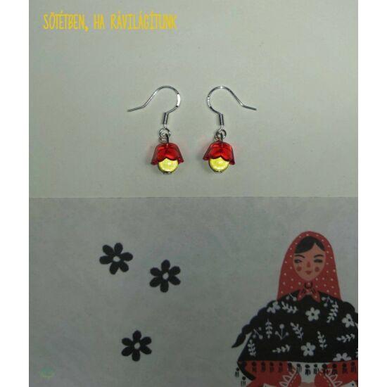 Kézműves fényvisszaverő fülbevaló, piros virágos