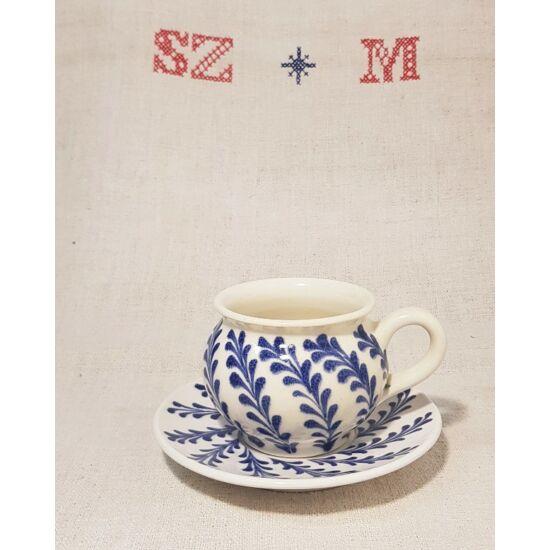 Kerámia csésze és alj, kék indás mintával