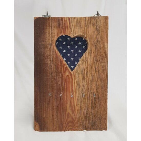 Kézműves, rusztikus fali kulcstartó, kék szíves mintával