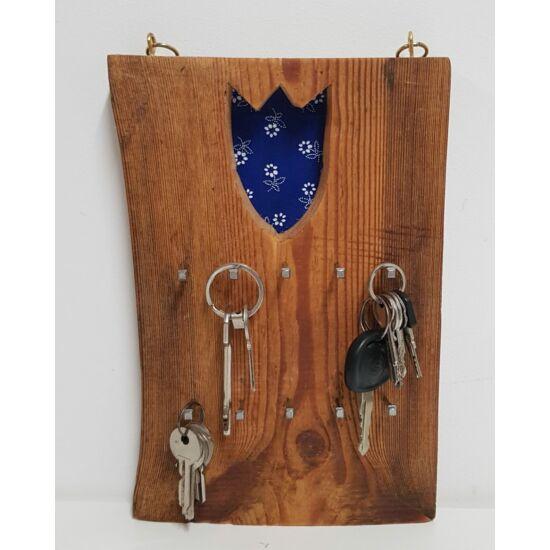 Kézműves, rusztikus fali kulcstartó, kétsoros, kék tulipános mintával